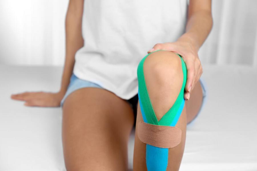 Тейп на колено – две точки зрения на лечение тейпированием патологий коленного сустава